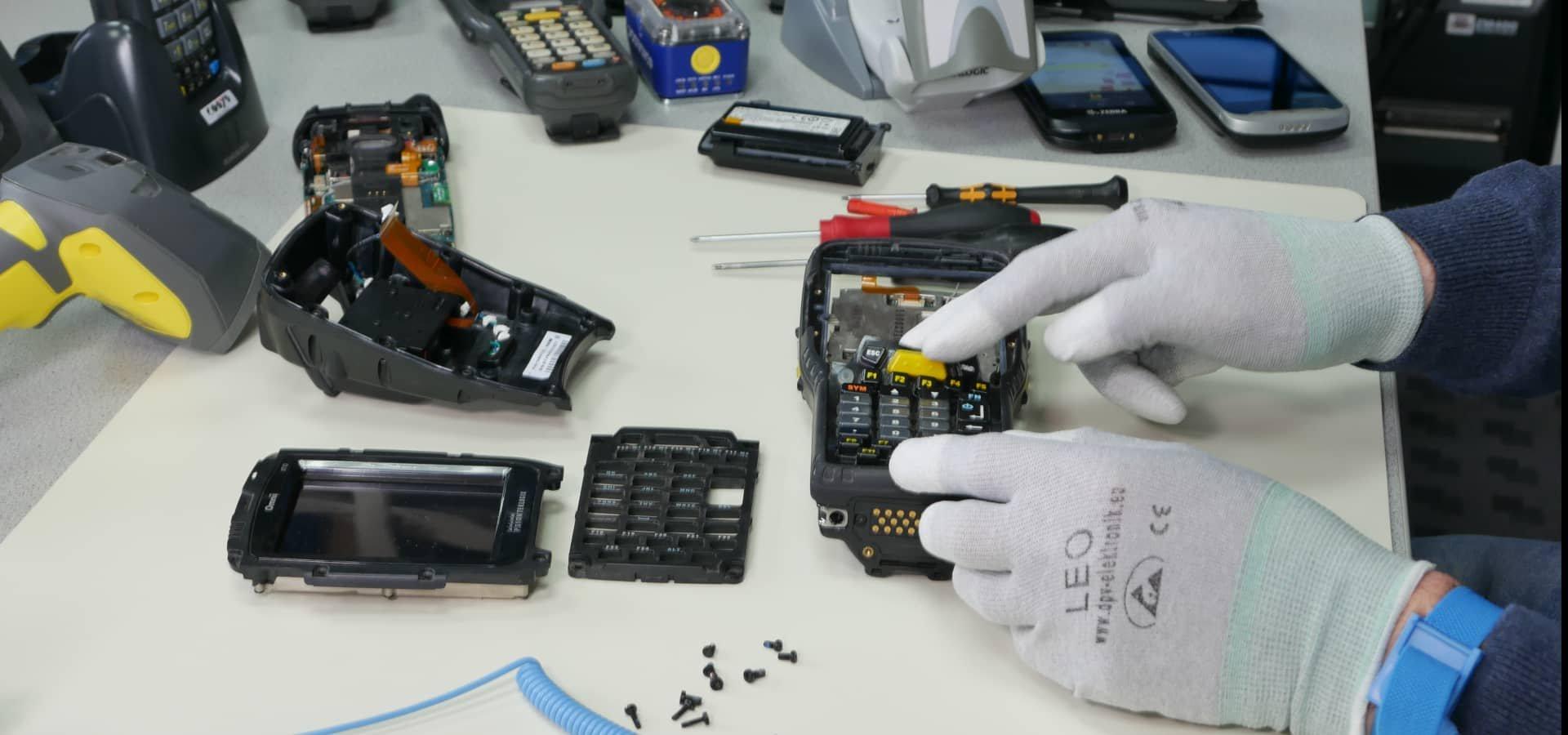 Sorgloser Einsatz Ihrer Barcode Scanner dank COSYS Hardware Full-Service Vereinbarungen